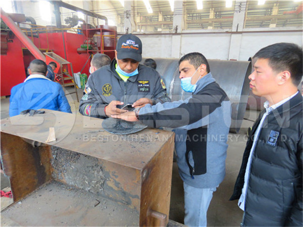 Customers in Beston Factory